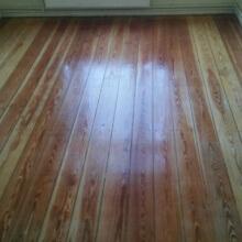 Versiegelter Holzboden vom Profi